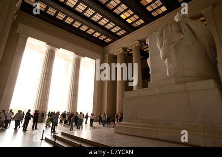 I turisti presso il Lincoln Memorial, Washington DC, Stati Uniti d'America Foto Stock