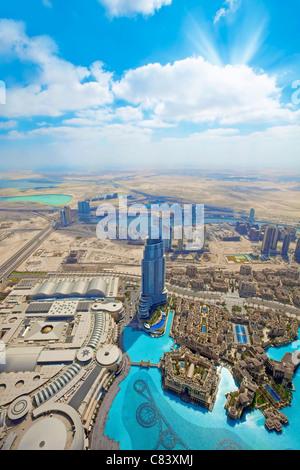 Vista sui grattacieli e strade nella città di Dubai Foto Stock