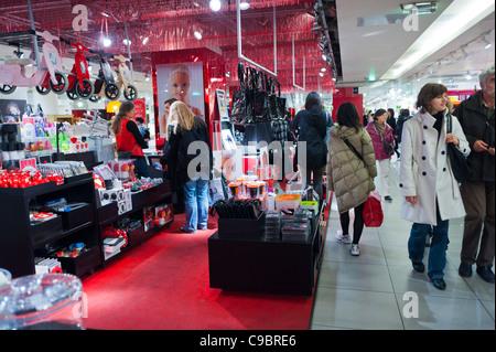 "Parigi, Francia, la gente lo shopping natalizio in 'Galeries Lafayette Maison"", Housewares, Department Store, schermi Foto Stock"