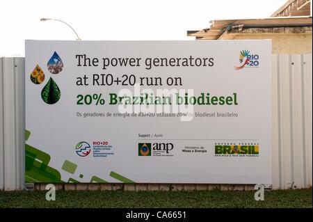 Un segno annuncia che i generatori di potenza alla conferenza eseguito su 20% brasiliano di biodiesel. Conferenza delle Nazioni Unite sullo Sviluppo Sostenibile (Rio+20), Rio de Janeiro, Brasile, 14 giugno 2012. Foto © Sue Cunningham.