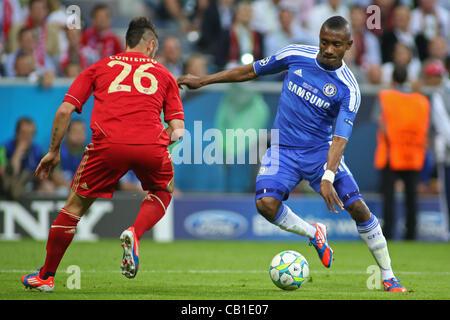 19/05/2012 Monaco di Baviera, Germania. Il Bayern tedesco della defender Diego contento e Chelsea, in Costa d'Avorio Foto Stock