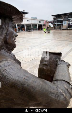 Close-up della statua di William Penn, fondatore dello stato della Pennsylvania, in Millennium Square, Bristol, Inghilterra.