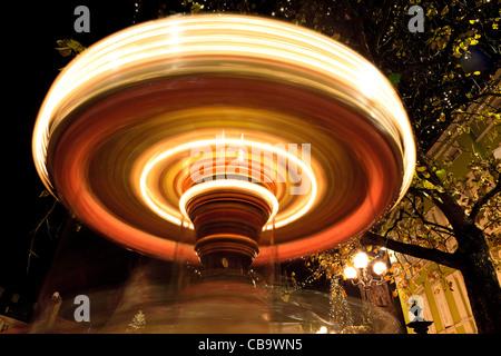 Giostra di notte, Bolzano, Alto Adige, Italia Foto Stock