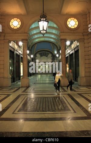 L'Italia, Piemonte, Torino, Via Roma, shopping arcade,
