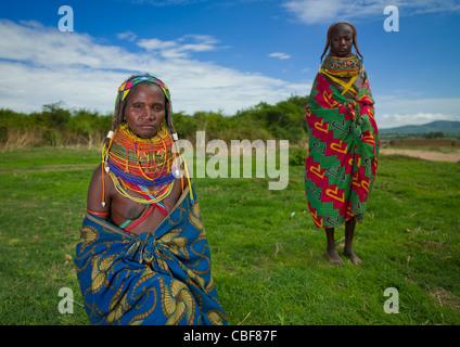 Mwila donne con toga, Area Chibia, Angola Foto Stock