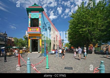 Il Caminito del tango lore nel barrio La Boca, Buenos Aires, Argentina Foto Stock