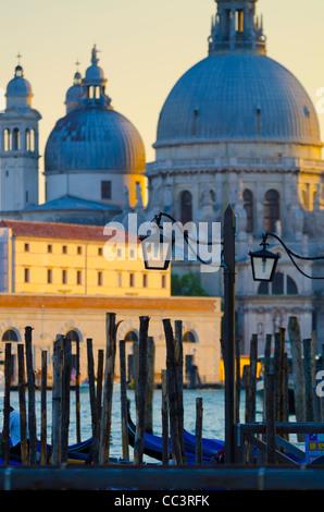 L'Italia, Veneto, Venezia, Chiesa di Santa Maria della Salute, attraverso Basino di San Marco