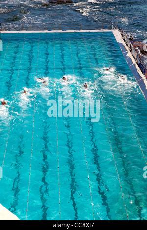 La piscina a Bondi Iceberg Surf Life saving a Bondi Beach Sydney con gara di nuoto Foto Stock