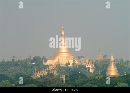 Shwedagon Paya complesso Rangoon MYANMAR Birmania Foto Stock