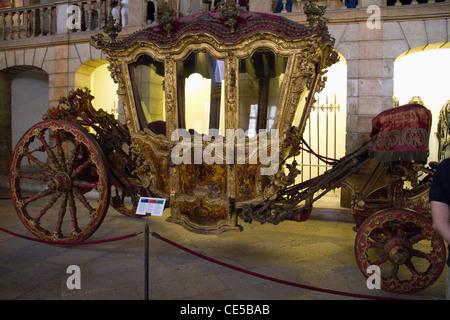 Il Portogallo, Lisbona. L'Allenatore Nazionale Museo di Belem. Una delle più belle collezioni di 16-19secolo carrelli Foto Stock