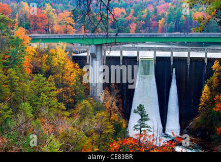 Diga idroelettrica a Tallula Gorge in Tallulah Falls, Georgia. Foto Stock