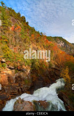 Tallulah fiume impetuoso attraverso Tallula Gorge in Tallulah Falls, Georgia. Foto Stock