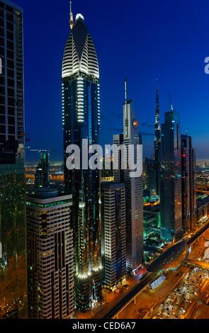 Serata al Golfo Persico, traffico, city e il centro cittadino di Dubai, Dubai, Emirati Arabi Uniti, Medio Oriente Foto Stock