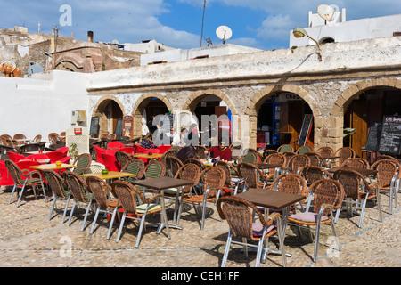 Cafe nella città vecchia vicino a La Medina e la Kasbah, Essaouira, Marocco, Africa del Nord Foto Stock