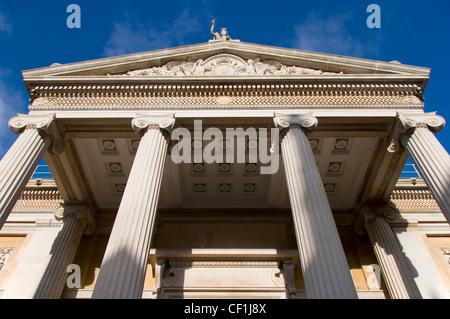 L'ingresso principale del museo Ashmolean Museum, il mondo il primo museo universitario a Oxford 2. Foto Stock