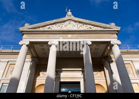 L'ingresso principale del museo Ashmolean Museum, il mondo il primo museo universitario di Oxford. Foto Stock