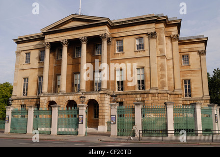 Vista esterna del frontale di Apsley House. Apsley House è stata la casa di Arthur Wellesley, primo duca di Wellington. Foto Stock