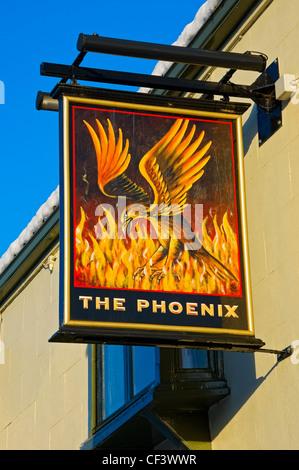 Il Phoenix pub segno appeso al di fuori del pub di Ebenezer Place. Foto Stock