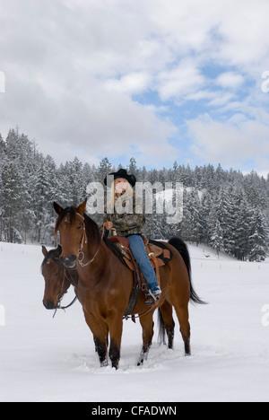 Cowgirl e il suo cavallo, Kamloops, British Columbia, Canada. Foto Stock