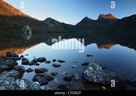 Cradle Mountain e il Lago di colomba, Cradle Mountain-Lake St Clair National Park, sito Patrimonio Mondiale dell'UNESCO, Foto Stock