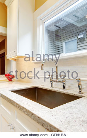 Cucina con finestra sul lavello finest best con una grande finestra sul lavandino cucina salvia - Cucina con finestra sul lavello ...