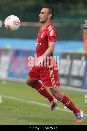 20.07.2012, Arco, Italia. Diego Contento in azione durante il cordiale Partita di calcio FC Bayern vs SSC Napoli Foto Stock