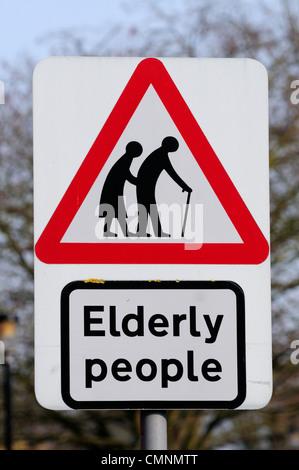 Attenzione alle persone anziane segno, Cambridge, Inghilterra, Regno Unito Foto Stock