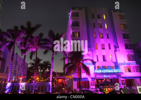 Miami Beach Florida Ocean Drive storico Art Deco District Park Central Hotel Capodanno notte vita notturna palme Foto Stock