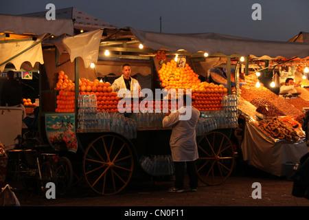 Succo di arancia stallo in Marrakech Foto Stock