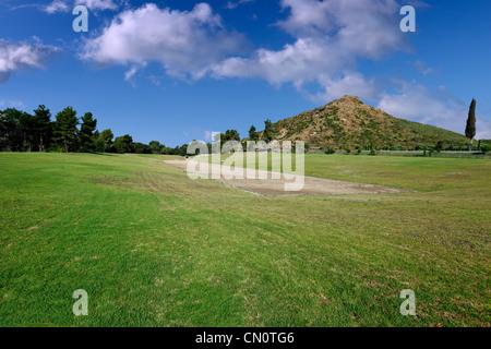 Antico stadio (5° cent. A.C.) in Olympia, Grecia Foto Stock