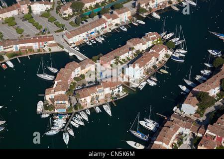 Francia, Var, golfo di St Tropez, Port Grimaud, marina nella città sul lago (vista aerea) Foto Stock