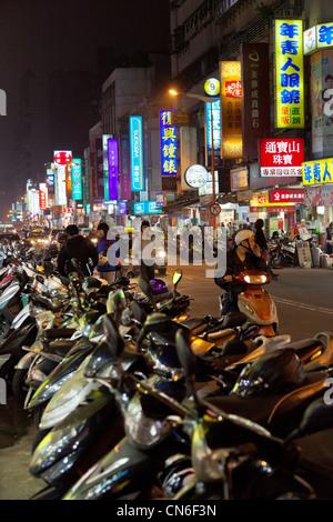 Linjiang Street (Tonghua) Mercato Notturno Taipei Taiwan. JMH5749 Foto Stock