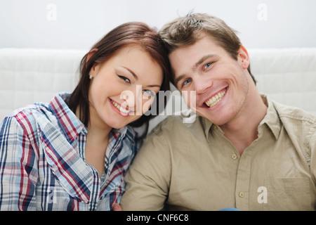 Ritratto di giovane sorridente giovane Foto Stock