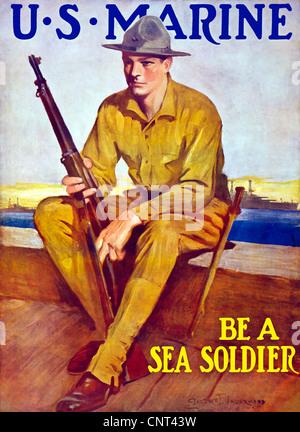 Vintage guerra mondiale un poster di U.S. Marine tenendo il suo fucile, seduti vicino al porto. Foto Stock