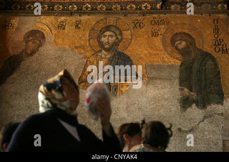 Deesis bizantina mosaico sulla parte superiore delle gallerie di Hagia Sophia a Istanbul, Turchia. Foto Stock