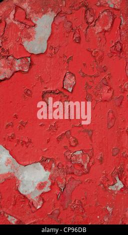 Close up della vecchia casella postale con peeling vernice rossa Foto Stock