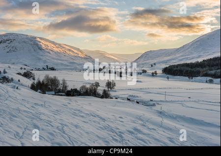 Tramonto al Glen Clunie in inverno, Cairngorms, Scotland, Regno Unito Foto Stock
