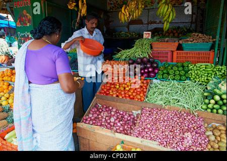 Mercato della frutta, Trivandrum (Thiruvananthapuram), Kerala, India, Asia Foto Stock