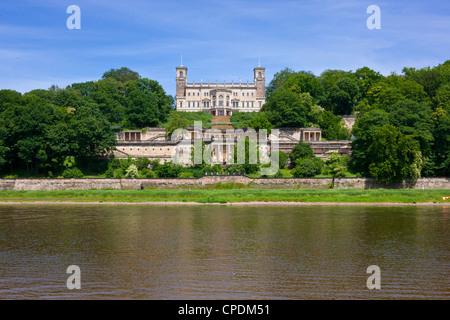 Castello sopra il fiume Elba, in Sassonia, Germania, Europa
