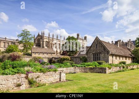La cattedrale di Christ Church di Oxford, visto in primavera dal War Memorial Garden. Foto Stock