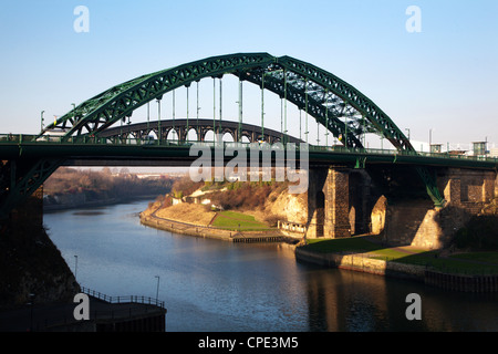 Wearmouth ponte sopra il fiume usura, Sunderland, Tyne and Wear, England, Regno Unito, Europa Foto Stock