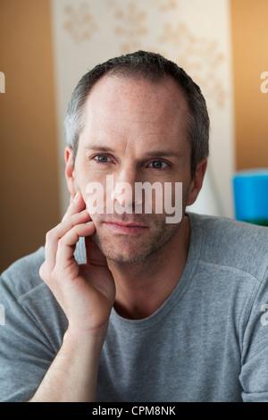 Uomo con il mal di denti Foto Stock