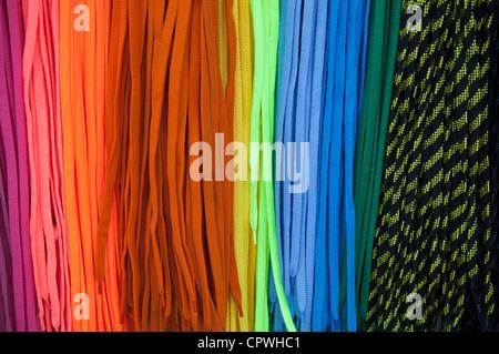 Colorato lacci delle scarpe sfondo luminoso Foto Stock