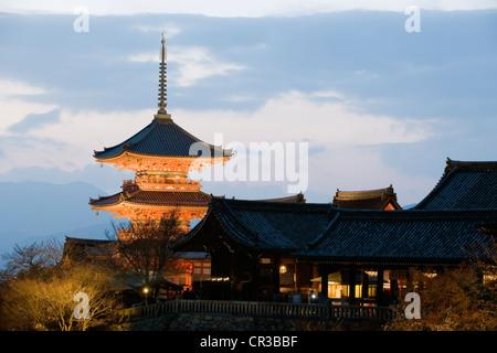 Giappone, isola di Honshu, Kinki regione, città di Kyoto, Kiyomizu Dera Tempio Patrimonio Mondiale UNESCO Foto Stock