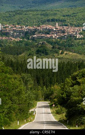 L'Italia, Toscana, vicino a Chiusi, il Monte Amiata, la strada per Santa Fiora Foto Stock