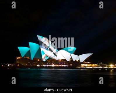 La Opera House di Sydney durante vivaci Festival di Sydney, Australia Foto Stock