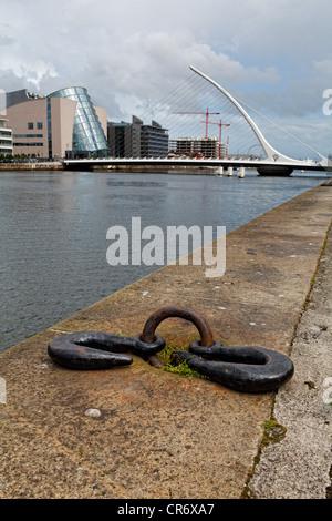 Vista del molo sul Fiume Liffey con il Samuel Beckett Bridge, Dublino Irlanda