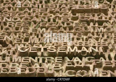"""Lettering """"Getsemani Gesù"""" sulla porta anteriore, sculture in pietra, chiesa della Sagrada Familia, Temple Expiatori de la Sagrada Família"""