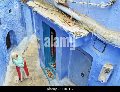 Le donne in chat a Chefchaouen, Marocco Foto Stock
