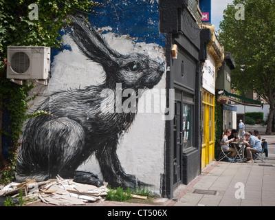Arte di strada su Hackney Road nella zona est di Londra, Inghilterra. Foto Stock